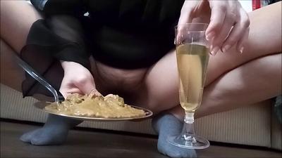 137920 - Mistress Roberta - Sweaty socks shampagne caviar pov