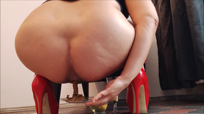 144175 - Mistress Roberta - Leather  pants with breakfast pov