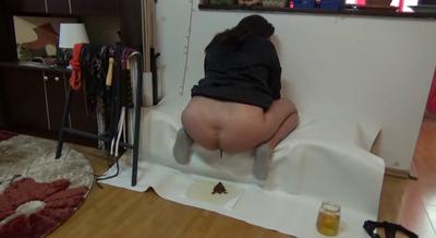 70119 - Mistress Roberta -Breakfast in the living room -pov