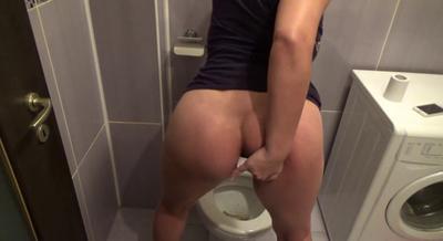 70679 - Mistress Roberta - Full toilet served-pov