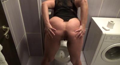 71602 - Mistress Roberta - Tasty strong shit in pee soup-pov