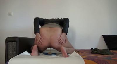 73810 - Mistress Roberta - Prepring breakfast on living room  sofa -pov