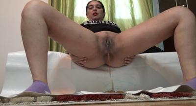 74308 - Mistress Roberta -Diarrhea with pee soup for breakfast-pov