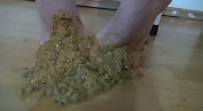 75744 - Mistress Roberta - Tasty shit feet for breakfast-pov