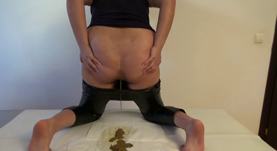 76395 - Mistress Roberta -Shaking my ecological leather ass before shitting -pov