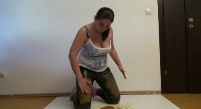 76506 - Mistress Roberta – Shake my ass, farting and smearing