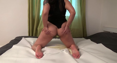 76646 - Mistress Roberta – Pee and teasing farts for my toilet slave