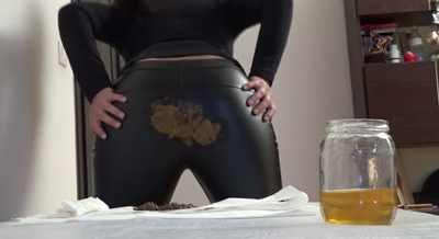 77578 - Mistress Roberta - Fast food breakfast with smeared ecological letaher pants-pov
