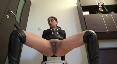 77933 - Mistress Roberta - Hot black leather outfit -preparing breakfast-pov