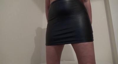 78409 - Mistress Roberta – Worship my miniskirt before breakfast-pov