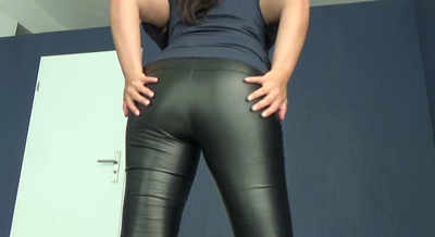 81378 - Mistress Roberta – Worship my leather pants while i fart -pov