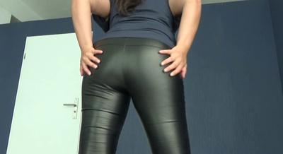81378 - Mistress Roberta – Worship my leather pants while i fart -pov