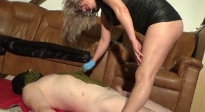 92629 - Shit scrub with Mistress Victoria