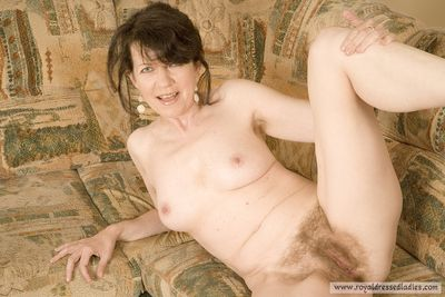 79262 - Hairy Milf Mom