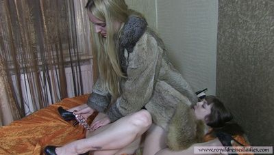 82021 - Beautiful lesbians love the furs