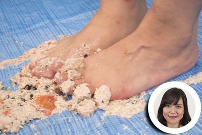 67913 - Crush Fetish Crushing food with socks and bare feet!