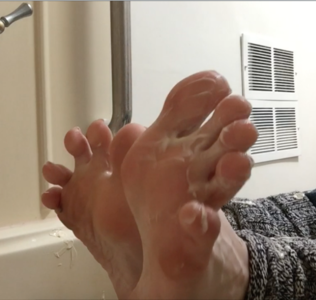 79686 - BAREFOOT LEG WARMER TEASE WITH LOTION!