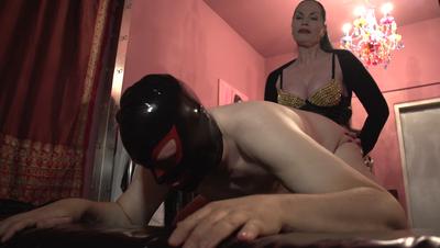 79013 - Contessa Calucci fucks her slave