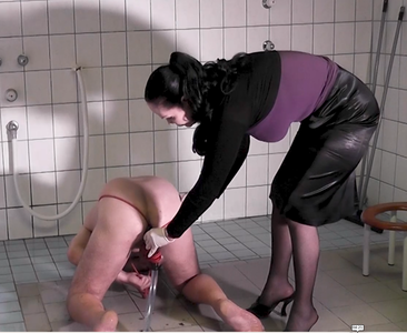 81956 - Slave ass gets red enema - part 2