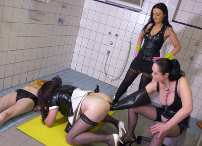82193 - Two dominas and a toiletslave - part 2