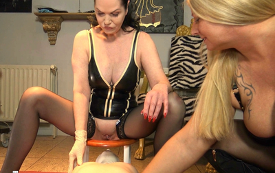 84219 - Scat for the slave of 2 Dominas
