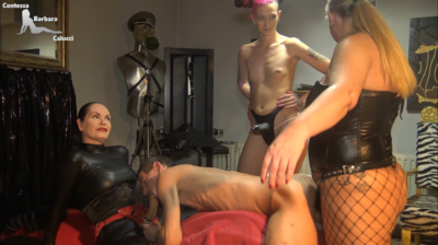87794 - A triple strapon fuck for the slave