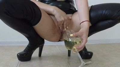 141538 - Tasty Cocktail - Squirt, Pee and Saliva