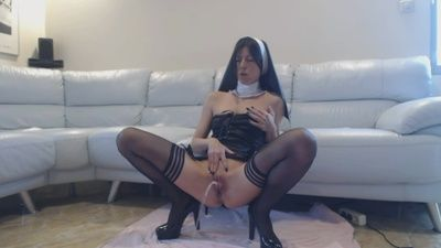 83132 - Pissing sinful nun