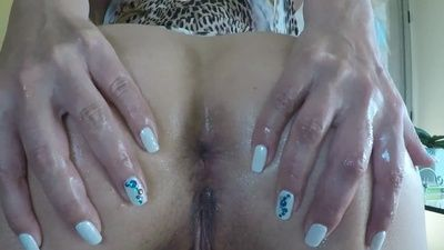 83368 - Asshole Wink and Pissing
