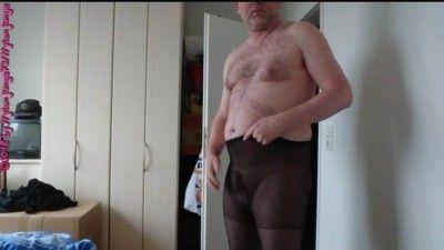 91275 - T-shirt fitting in borrowed pantyhose ** Nylon Fun **