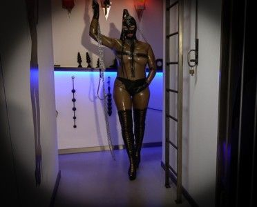 97287 - Full latex shitting