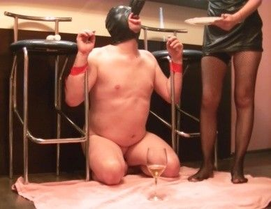 92448 - Lady M humiliate toilet and tied him