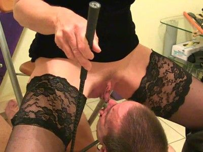 103417 - A drink for the slave directly from source - wmv