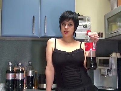 103462 - Preparing a drink for my slave - wmv