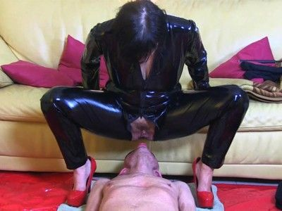 94689 - Golden shower with blindfold