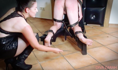 94459 - EXTREME FOOT / SOLE TORTURE (STEPMOM /MILF BASTINADO ) WITH CANE