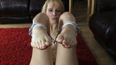 104322 - Ariel's Feet Cuffed
