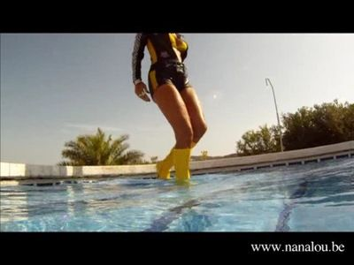 9453 - Nanalou car race outfit with boots in swimming pool