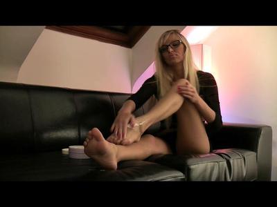 9229 - Creaming my legs