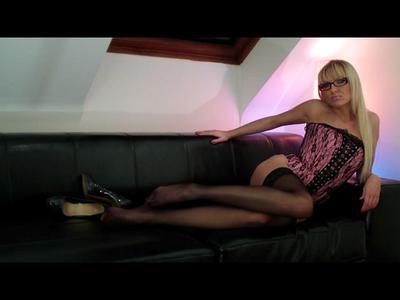 9396 - Black Nylons & Black Heels