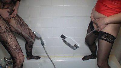 71862 - Rita and I piss in the bathtub