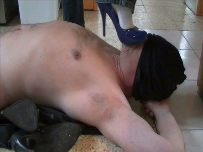 15950 - A slave as a doormat. Why not ? Clip 49.