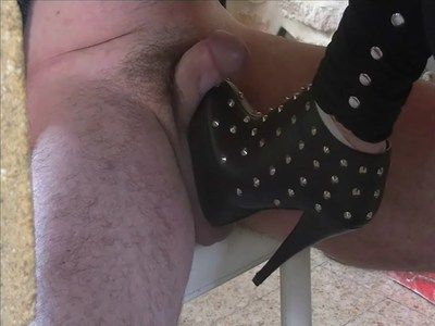 19924 - Always so cruel my studded boots ! Clip 143.