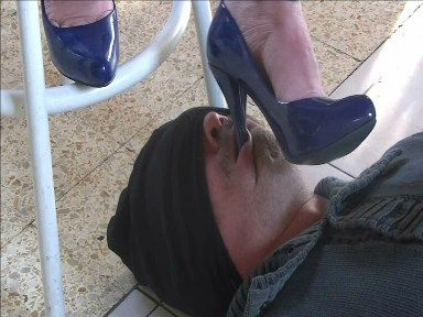 20060 - Under the pressure of my pumps ! Clip 145.