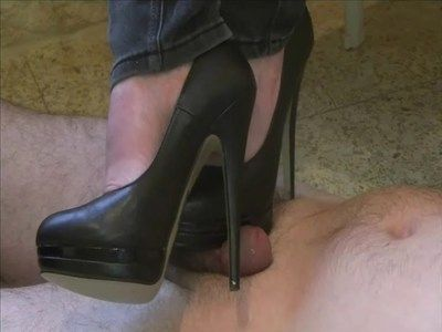23691 - Are you going to resist my 15 cm heels ? Clip 167.