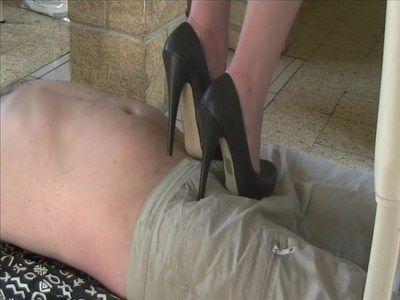 24637 - A man doormat under my vertiginous heels ! Clip 189.