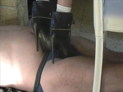 24640 - Still under the table ! Part 2. Clip 191.