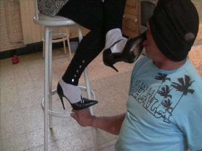 26730 - You really like the dirty soles big pig ! Clip 218