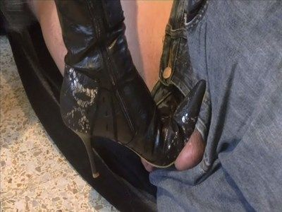 28761 - I have to test my new thigh boots ! But on who ?? Clip 243