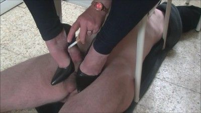 46222 - But what do you make under my chair slave ?